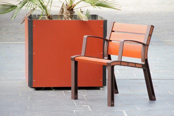 aigle_fauteuil-neoromantico-color-600x400 - A propos -