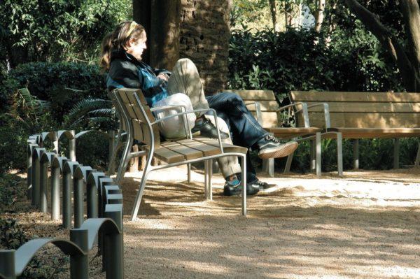 chambesy_banc-en-bois-neoromantico-liviano-600x399 - A propos -